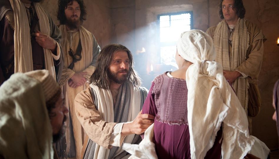 Jesus weckt die Tochter des Jairus von den Toten auf.