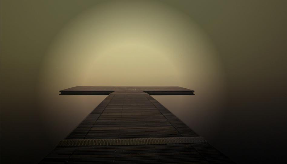 Sonne im Nebel über Pier
